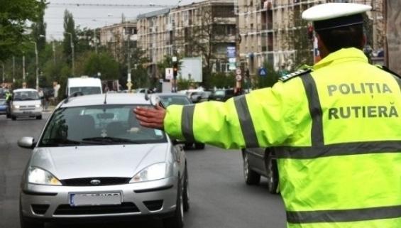 Ce drepturi are un şofer oprit în trafic de poliţia rutieră. Cum se poate SCĂPA CHIAR DE O AMENDĂ RADAR – RomaniaTV.net
